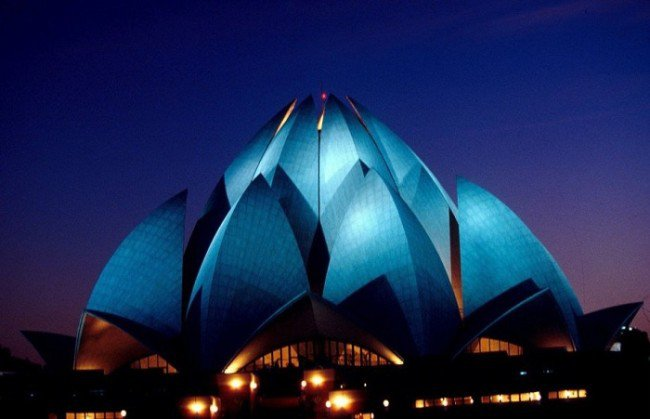 6. Lotus Temple (Delhi, India)