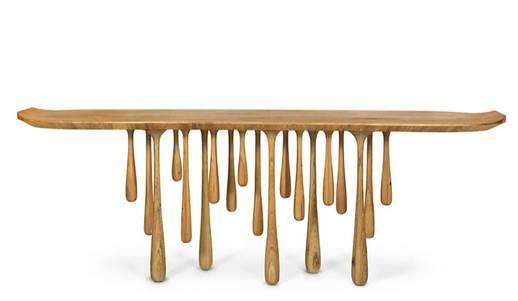 mesa com pés em gotas