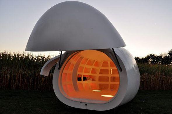 Casa Ovo, do escritório belga DMVA (Foto: Divulgação) Esqueça aquele desenho convencional da casa, com telhado, portas e janelas em simetria. No lugar disso, imagine morar numa propriedade móvel em formato de ovo e feita de poliéster.