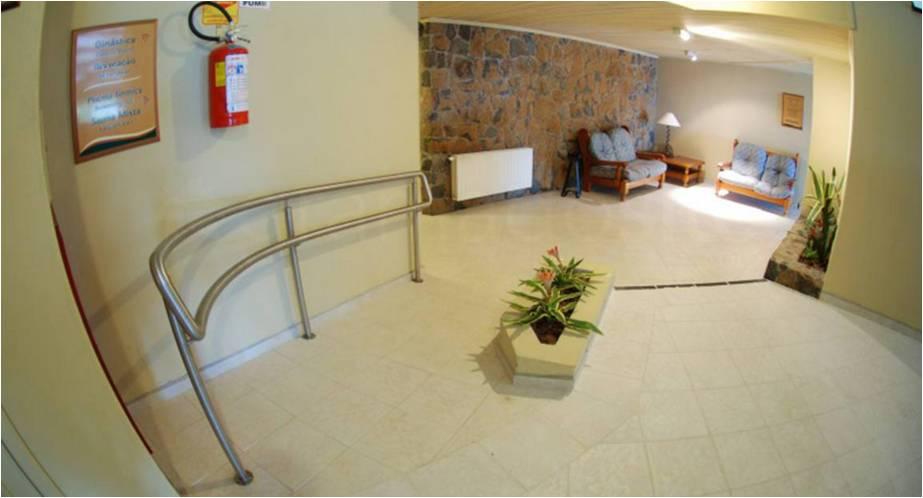 Os hotéis se adaptaram com o intuito de desfazer as barreiras que prejudicavam o bem-estar das pessoas com deficiência. / Foto: Rochelle Silveira/GramadoSite.com