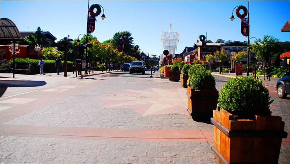 Avenida Borges de Medeiros, em frente ao Palácio dos Festivais e a Rua Coberta / Foto: Rochelle Silveira/GramadoSite.com