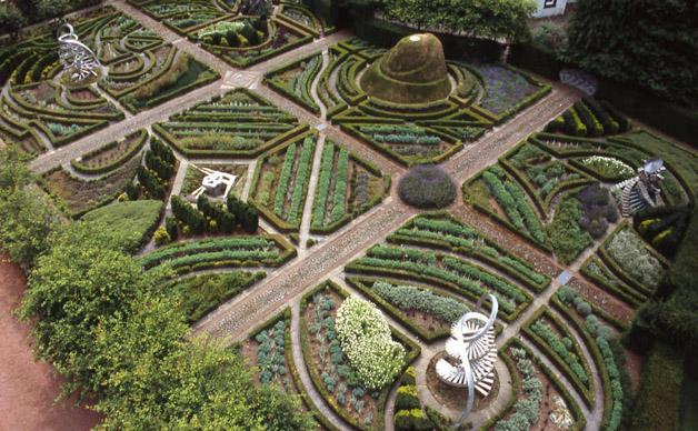 Jardim do DNA: O jardim celebra os cinco sentidos, assim com o sexto sentido da intuição científica.